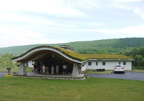 The green roof provides energy conservation and noise reduction.